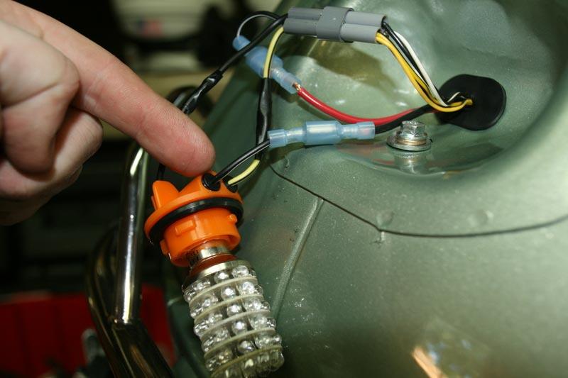Modern Vespa : LX150: Installing a BackOFF brake light flasher